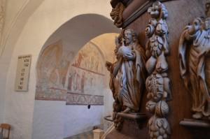 Aale kirke har smukt billedskærerarbejde og fine kalkmalerier