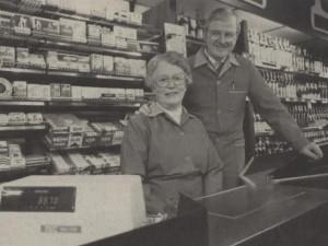 Inga og Arthur Olesens sidste dag i butikken - 1985