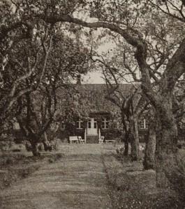 Glud Præstegaard haven 1934 (1132x1280)
