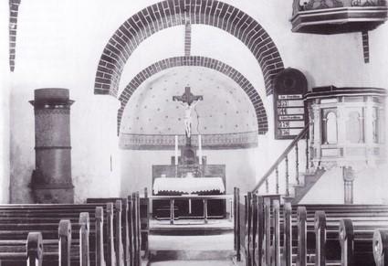 Vrigsted Kirkes interiør, ca. 1900.