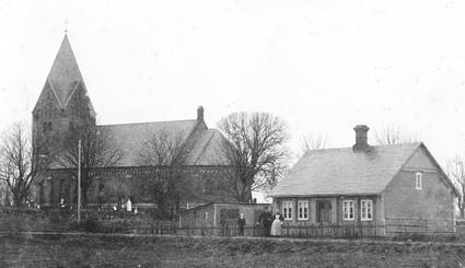 Barrit Kirke og graverhuset, ca. 1900