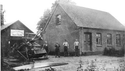 Stenhøjs Smedje på nuv. Barrit Langgade 176, 1917. Efter flytningen til den ny fabrik på Barrit Langgade 190 blev her jernstøberi.