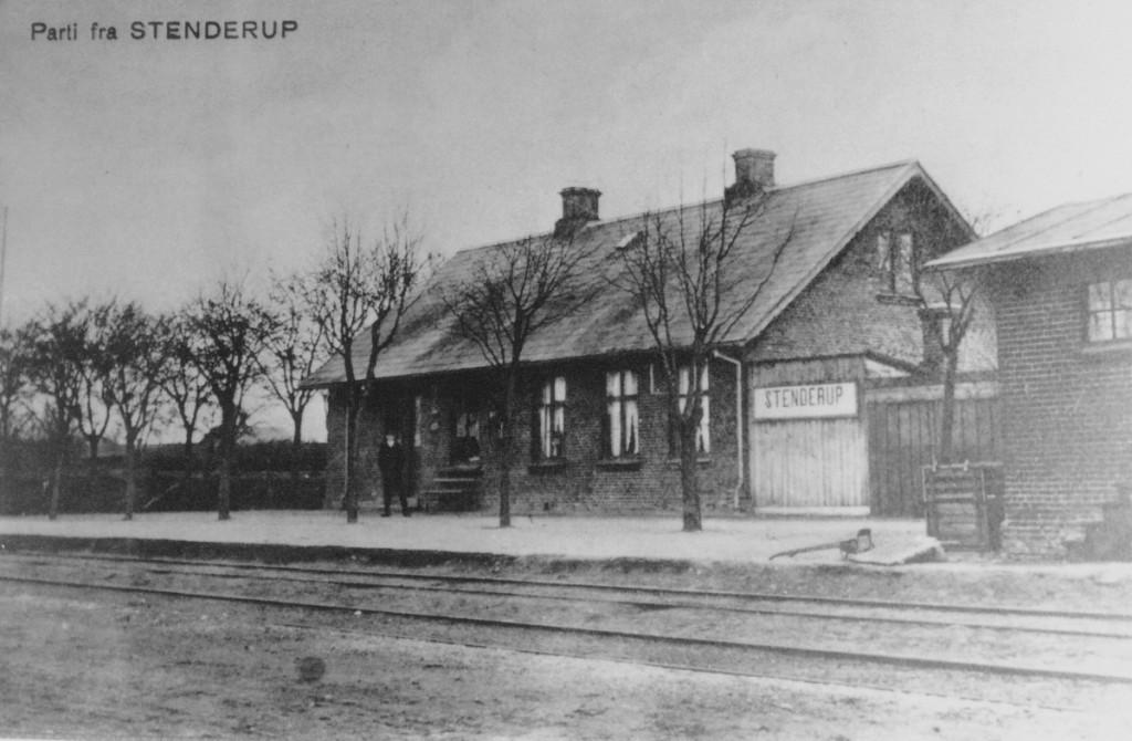Stationsbygningen år ca. 1900