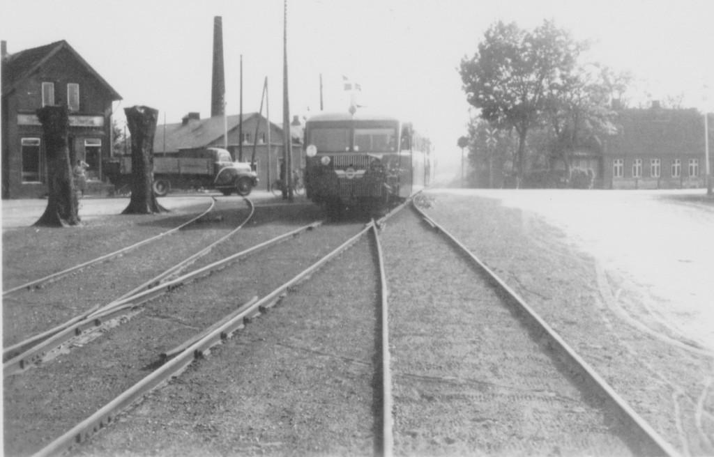 Tog kommer fra Juelsminde og krydser Hedenstedvej